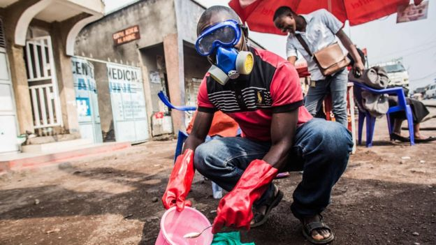 DR Congo health worker mixes water and chlorine in Goma