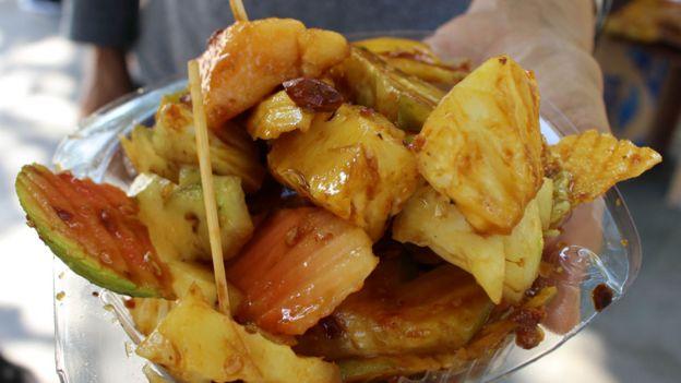 Salada de frutas com cajá-manga