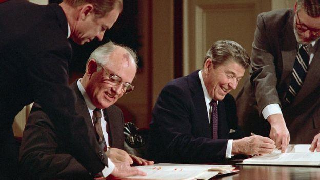 Qorbaçov və Reagan