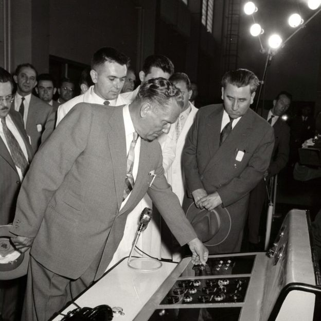 """Тито в институте ядерных исследований """"Винча в 1958 году"""