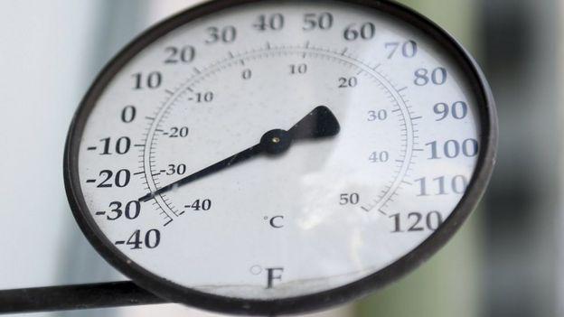 Termómetro marcando -30ºF (-37ºC).