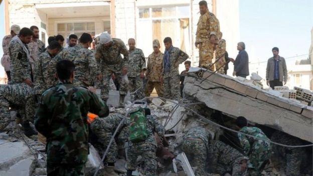 قالت إحدى وكالات الإغاثة في إيران إن 70 ألف شخص باتوا في حاجة إلى مأوى.