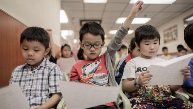 تلاميذ في مدرسة بهونغ كونغ