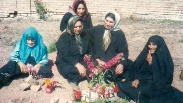 خانواده زندانیان سیاسی اعدام شده در سال ۱۳۶۷، خواهان روشن شدن حقایق پرونده آنان و همچنین محل دفنشان هستند