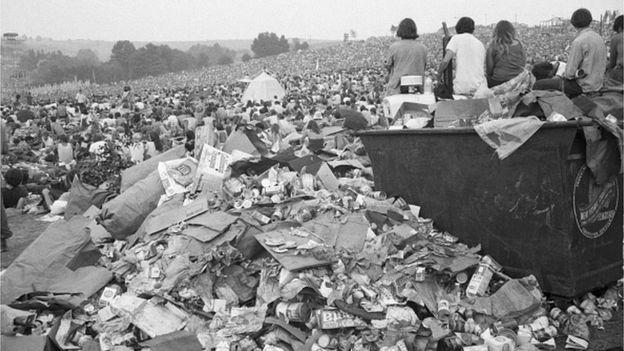 1969 Woodstock Festivali'ndeki çöp yığını