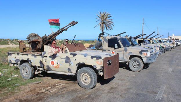 Milicias de Misrata rumbo a Trípoli.