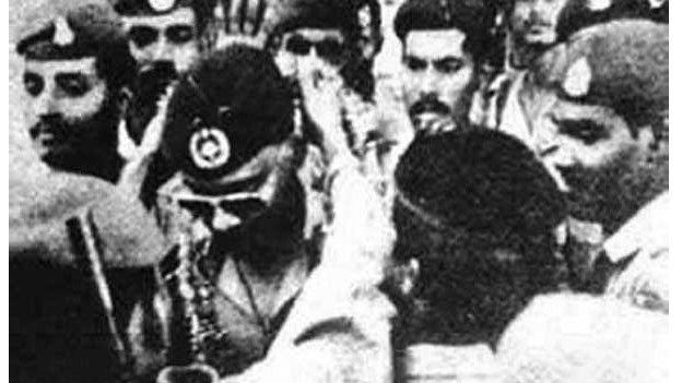 ৭ই নভেম্বরের অভ্যুথ্থানের পর দৈনিক বাংলায় প্রকাশিত একটি ছবি