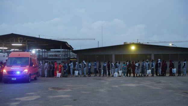 Le sac contenant la somme d'argent avait été oublié par une femme à l'aéroport de Lagos.