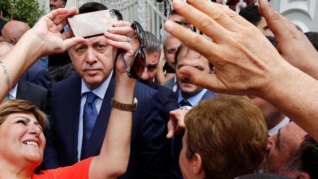 Erdoğan ile selfie çekenler