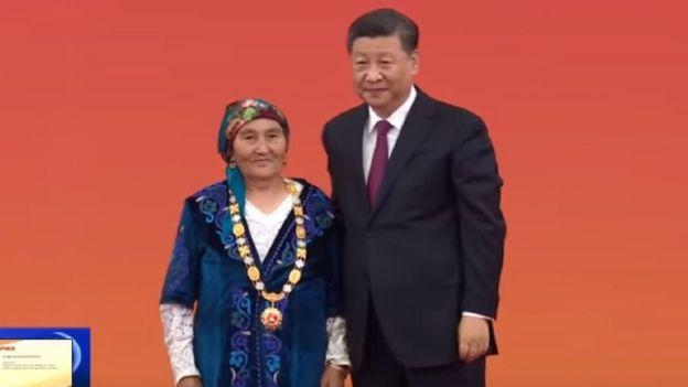 Өткөн кылымдын 60-жылдарынан бери Кытай чек арасын коргоого салым кошуп келаткан этникалык кыргыз Бурмакан Молдо