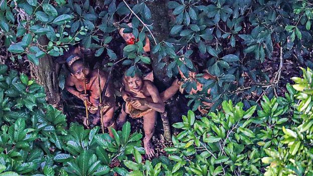 Tribo isolada fotografa em 2016