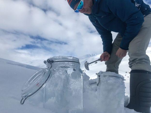 Amostras de neve do Ártico