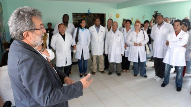 Doctores cubanos participantes en el programa Más Médicos en Brasil