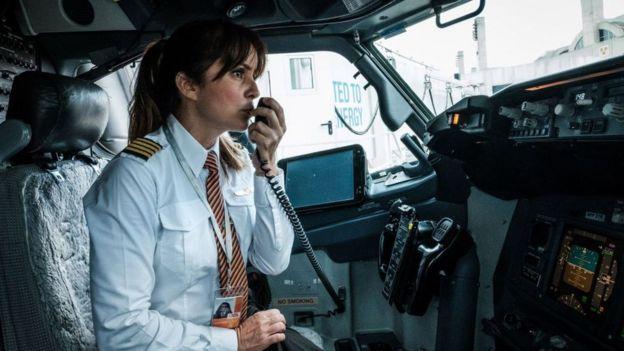 La comandante de GOL Gabriela Carneiro Duarte se prepara para despegar