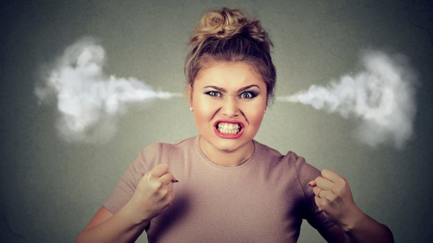 Mujer furiosa.