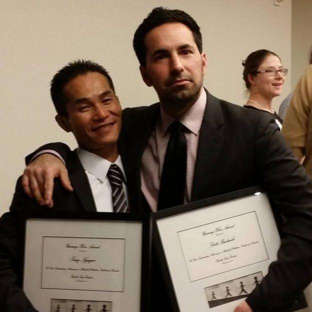 Tùng được Trung tâm Luật Giới trẻ ở San Francisco trao giải Anh hùng Thầm lặng vào 2013