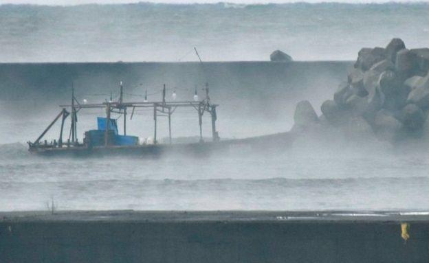 این هشت نفر میگویند قایق آنها به دلیل منحرف شدن از مسیر خود، وارد قلمروی ژاپن شده است