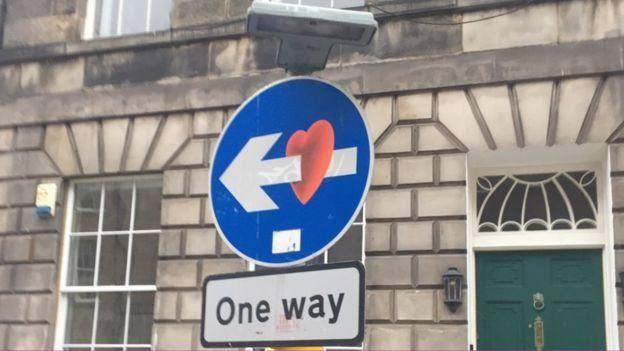 Знак Односторонній рух з серцем