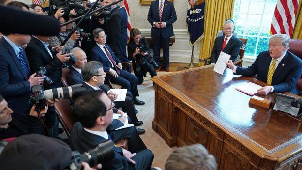 中国副总理刘鹤(右二)多次代表中方,与美国官员就两国贸易纠纷谈判。