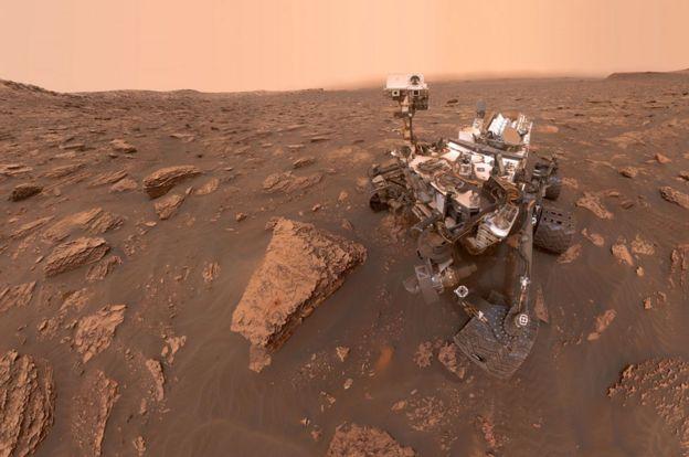 El Curiosity sobre la superficie de Marte.