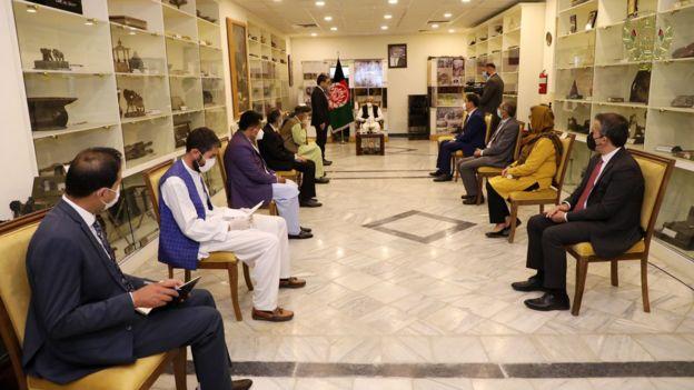 در مراسم تحویل این اسناد سرپرست وزارت اطلاعات وفرهنگ و رئیس آرشیو ملی افغانستان نیز حضور داشتند