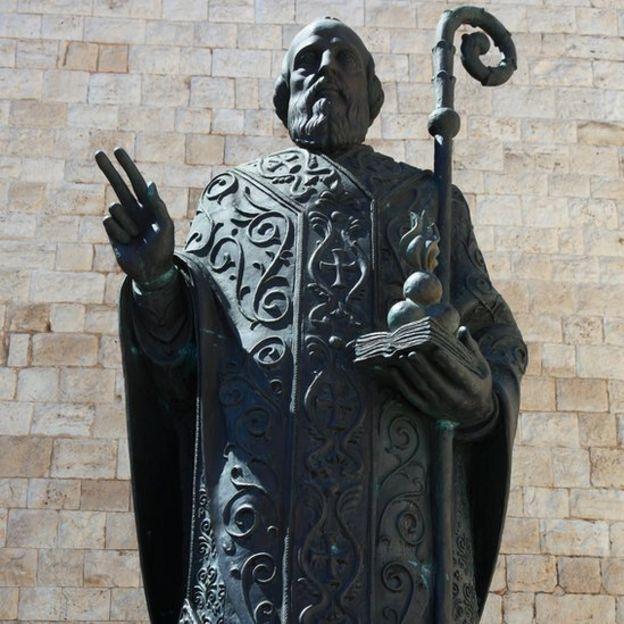St Nicholas's statue in Bari