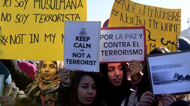 Mujeres musulmanas en Madrid se manifiestan contra Estado Islámico