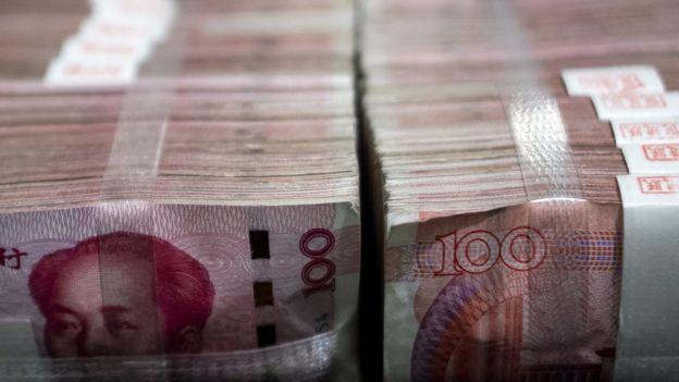 很多人不明白賴小民、魏鵬遠等腐敗官員為什麼要攫取如此多髒款,並把它藏匿家中?