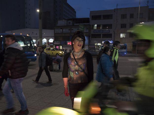 """Yuri"" poses on the street outside Tranxtienda"