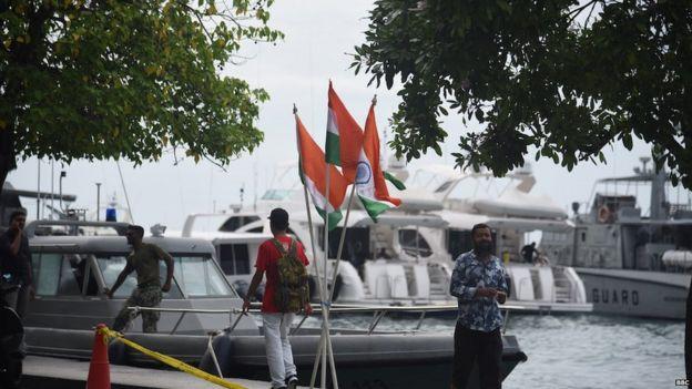 भारत और मालदीव के झंडे