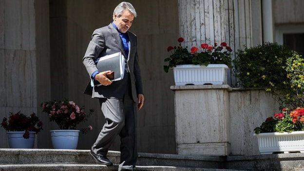 محمد باقر نوبخت، رئیس سازمان برنامه و بودجه گفته است که درآمد نفتی ایران امسال به زیر ۹ میلیارد دلار کاهش یافته است