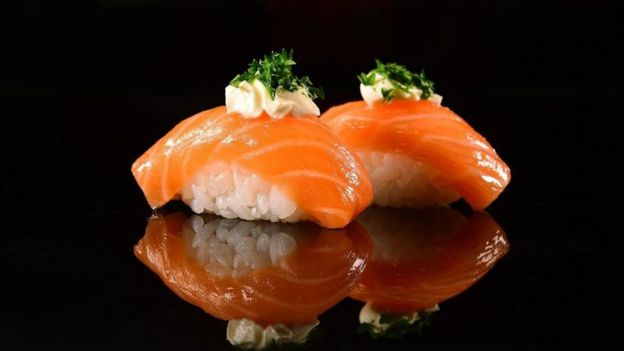 قطعتا سوشي