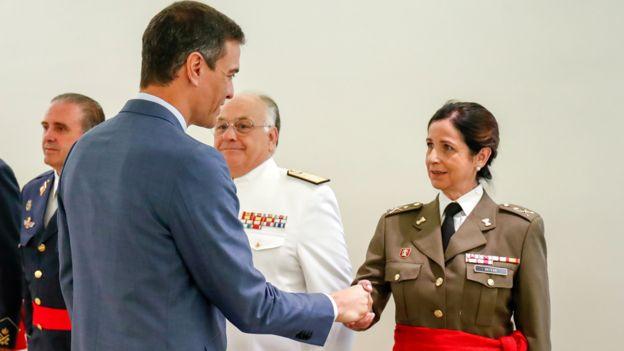 Patricia Ortega is congratulated by PM Pedro Sánchez, 29 Jul 19