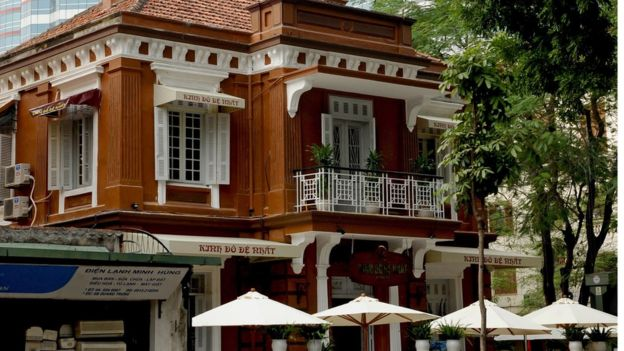 Một ngôi nhà cổ từ thời Pháp được cải tạo thành nhà hàng ở trung tâm Hà Nội