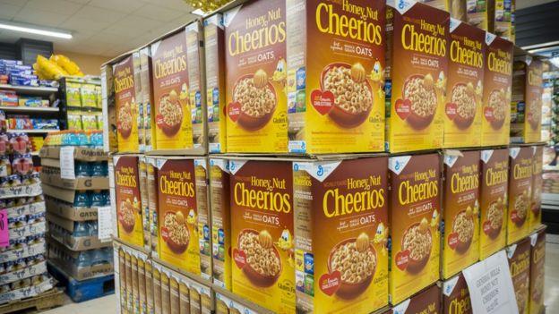 Cajas de cereales Cheerios en un supermercado