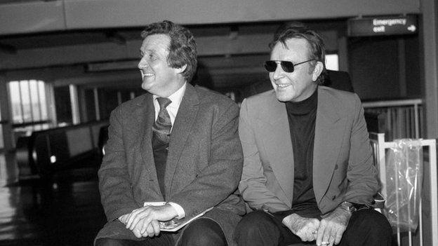 Macnee with fellow actor Richard Burton in 1973