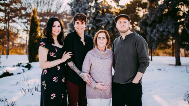 Lea Yribe, irmã de Elliot e doadora dos óvulos, Matthew, Elliot e Cecile