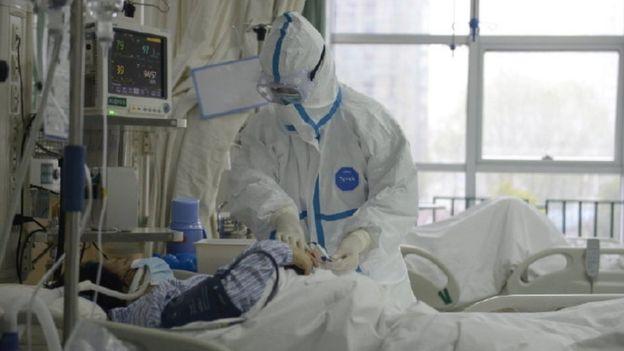 El Hospital Central de Wuhan ha publicado imágenes de su equipo tratando a los pacientes con coronavirus.
