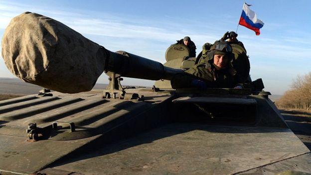 Військові з російським прапором