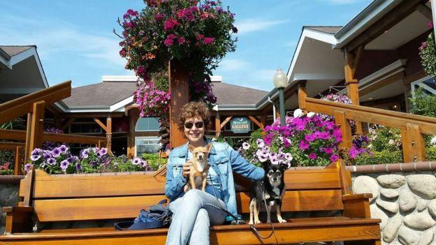 Silvana Andrade e seus cachorros