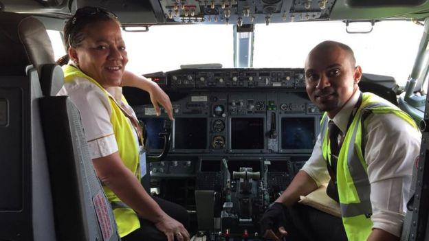 Adine Ossebi, l'une des rares femmes pilotes de ligne d'Afrique centrale