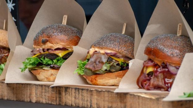 Por qué la comida rápida vegana puede ser peor para tu salud que la que contiene ingredientes de origen animal