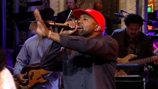 Kanye Donald Trump'ın şapkasıyla