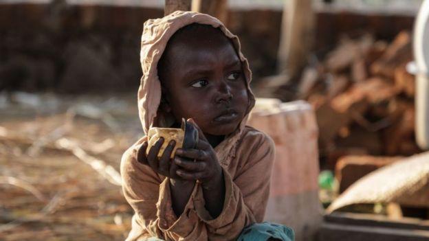 Güney Sudan ve Demokratik Kongo Cumhuriyeti gibi ülkelerde yetersiz beslenme ve hastalıklar çatışmaların çocuklarda bıraktığı en büyük etkilerden.