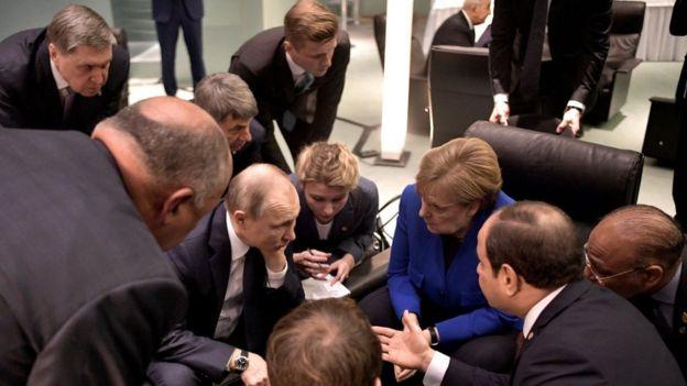 Zirve sırasında liderler arasında çok sayıda ikili, üçlü görüşmeler de yapıldı.