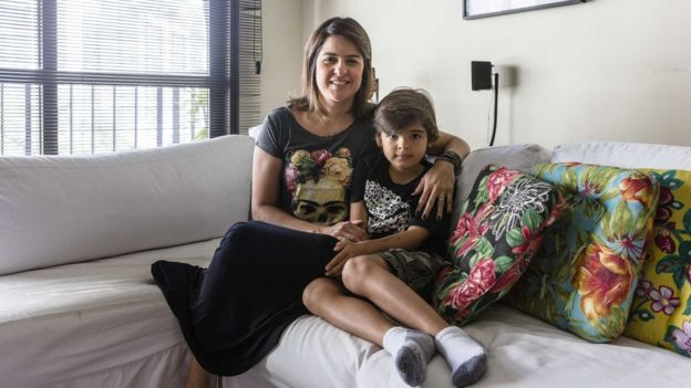 Helena Colonelli e o filho João Pedro