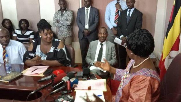 Waandalizi wa Miss Curvy Uganda wakizungumza na Spika wa Bunge la Uganda Rebecca Kadaga
