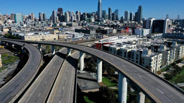 Xa lộ Interstate 280 dẫn vào thành phố San Francisco vắng tanh hôm 26/3