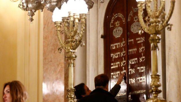 معبدا يهوديا