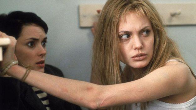 """أنجيلينا جولي في فيلم """"فتاة متمردة"""""""